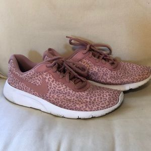 NIKE pink leopard print size 5Y tennis shoes